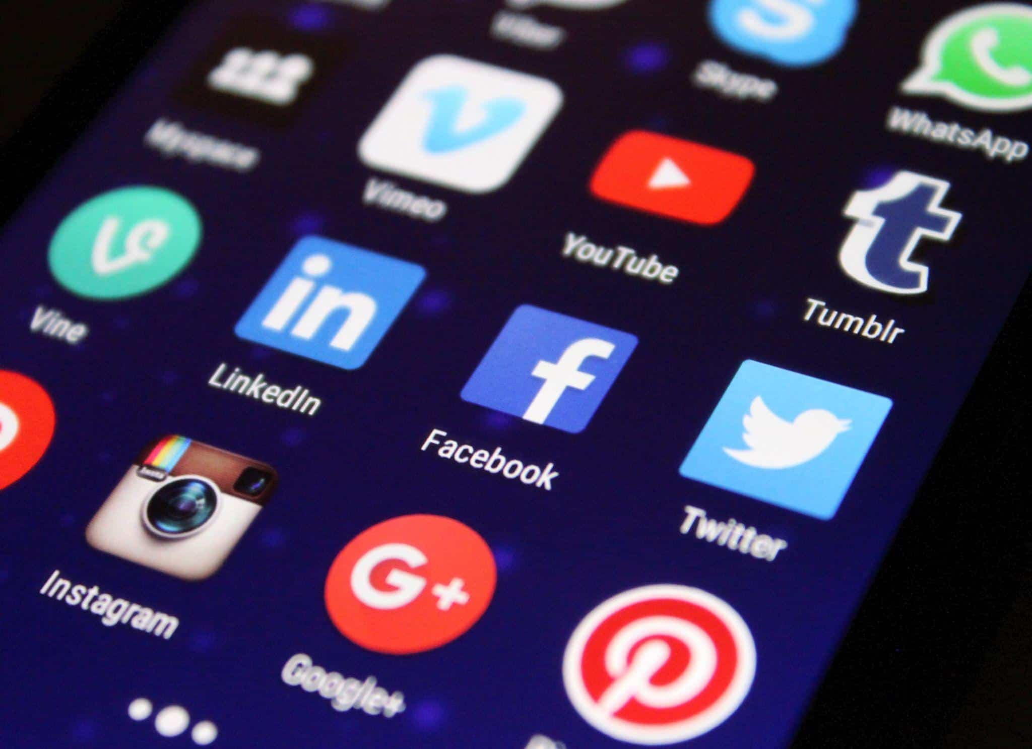 How Language Skill Can Help You to Become a Successful Social Media Specialist 2